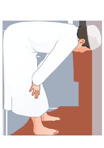 Nehme nun die Ruku Position ein, beuge dich nach vorn und halte den rücken gerade, die Hände an den Knien